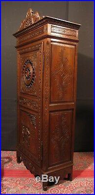 ANCIENNE BONNETIÈRE BRETONNE en bois sculpté de personnages meuble armoire
