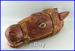 ANCIENNE TETE DE CHEVAL EN BOIS SCULPTE ET PEINT, 37 cm, à suspendre