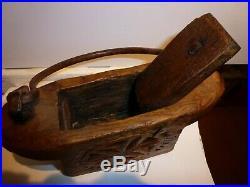 ART POPULAIRE ancienne Boîte à sel tabatière en bois sculpté et fer forgé