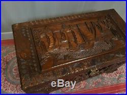 Ancien COFFRE INDO CHINOIS bois camphrier sculpté jonc bateau carpe koi malle