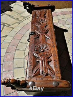 Ancien COFFRET à EPICES en bois massif finement sculpté