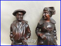 Ancien COUPLE DE BRETONS PÊCHEUR en bois sculpté de personnages statues