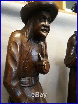 Ancien COUPLE DE BRETONS en bois sculpté, personnages statues