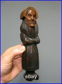 Ancien Casse Noisette Sculpté bretonne Signé J. Martin. Art Populaire