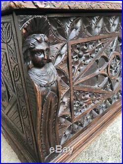 Ancien Coffre En Chêne Bois Sculpté De Tête Style Breton Renaissance XIXe