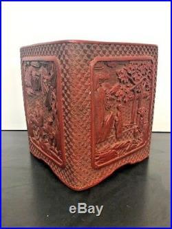 Ancien Finement Sculpté Chinois Cinabre Rouge Vessel With Signature Bois Base