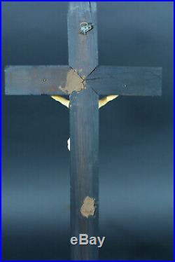 Ancien Grand crucifix sculpté Christ Dolens 19ème périzonium noué à droite