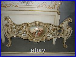 Ancien Lit Sculpté De Style Louis XV Vénitien En Bois Peint Et Doré-1 Place-n°1