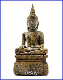 Ancien bouddha en bois sculpté prend la terre à témoin Bois Thaïlande