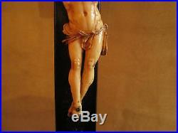 Ancien christ sculpté sur croix en bois art populaire crucifix XVIII ème