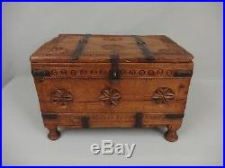Ancien coffre de mariage bois sculpté Inde Rajasthan antique carved wooden chest