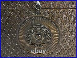 Ancien coffre marocain en cèdre sculpté