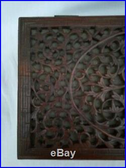 Ancien coffret asiatique en bois sculpté