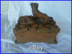 Ancien coffret en bois sculpté, chasse, renard ou chien, oiseau, perdrix