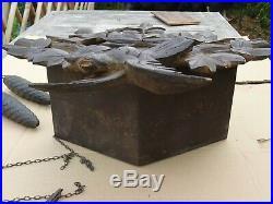 Ancien grand coucou horloge de la foret noire en bois sculpté