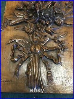 Ancien panneau de bois sculpté en bas relief signé