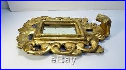 Ancien petit miroir avec cadre en bois sculpté doré à décor dacanthes ajourées