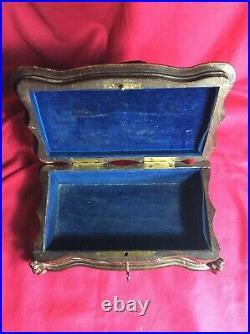 Ancienne Boîte Coffret En Bois Sculpté Oiseau Ferme À Clé Interieur Velours Bleu