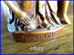 Ancienne Rare Pieta N. D de la pitié en bois plein finement sculpté Madone Christ