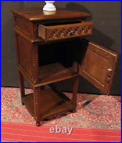 Ancienne TABLE DE CHEVET BRETONNE en bois sculpté de personnage