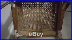 Ancienne chaise enfant en bois et canisse dossier sculpté