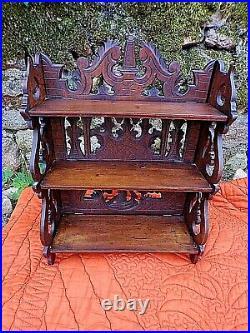 Ancienne étagère sculptée-bois dentelé-XIX ème-décor moulin/blasons-carved wood