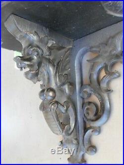 Ancienne superbe étagère Napoléon 3 en bois sculpté et noirci à décor de dragons
