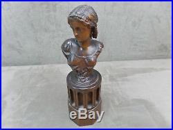 BEAU BUSTE de JEUNE FILLE, en bois sculpté. Ancien