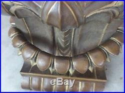 BELLE SELLETTE MURALE en bois sculpté, ancienne