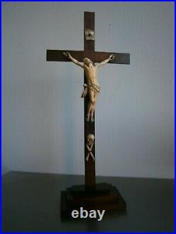 CRUXIFIX CHRIST SCULPTE 19°s BOIS PALISSANDRE ANCIEN ART RELIGIEUX DEVOTION