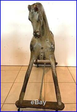 Cheval ancien en bois sculpté polychrome XX siècle