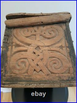 Coffret Ancien Boite Bois Sculpte Décor Celtique Savoie Bretagne Art Populaire