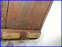 Coffret ancien en bois sculpté. Art populaire, Auvergne daté XVIII monograme A B