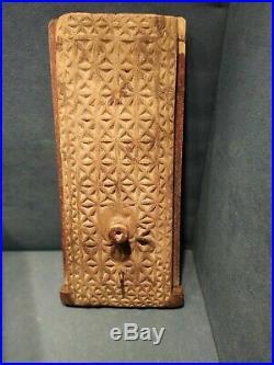 Coffret en Bois Sculpté Boîte à Sel XVIIIe ancienne