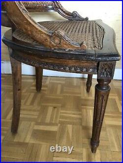Fauteuil Canné ancien en Bois sculpté Louis XV Avec Défauts