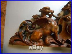 Fronton ancien en bois sculpté. Elément de décoration. XIX°. Sphinges et mascaron