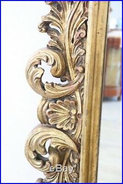 Grand miroir de style baroque ancien en bois sculpté et doré sec. XX