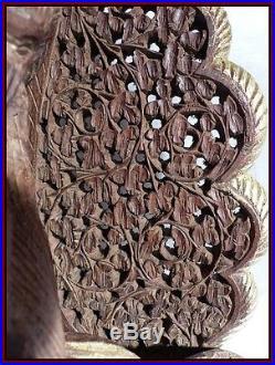 Indonésie Paire de Consoles anciennes en Bois Sculpté de Rapaces Serpents Fleurs