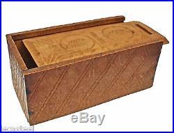Jolie coffret ancien de dentellière en bois sculpté et décoré