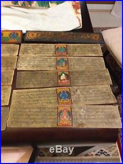 Livre ancien prières bouddhistes en bois sculpté, Page manuscrite, Tibet