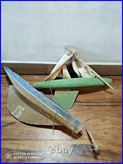 Lot 2 ANCIEN voilier de bassin CANOT BATEAU bois sculpté COQUE 1930 toys jouet
