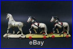Lot de jouets a turer anciens 3 chevaux de bois sculptes sur roulette