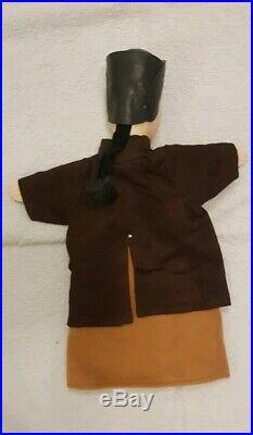 MARIONNETTE A GAINE ANCIENNE DE GUIGNOL BONNET EN CUIR ET NATTE en bois sculpté