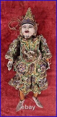 Marionnette Thaïlandaise. Bois Sculpté. Décoré À La Main. Sequins. Xxe Siècle