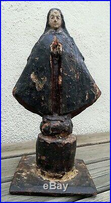 Mystérieuse vierge très ancienne en bois sculpté