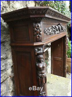 Parement de cheminée ancienne pour âtre en saillie, bois sculpté