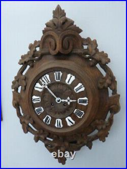 Pendule d'applique ancienne, révisée, mouvement de Paris. Bois sculpté