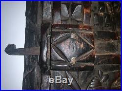 Rare Ancienne Porte de grenier à mil Dogon sculptée Mali