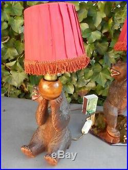 Rare ancienne superbe paire de lampes de chevet à décor ours sculpté FORET NOIRE