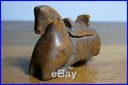 Rare ancienne tabatière zoomorphe en bois fruitier sculpté Art Populaire
